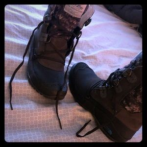 Very warm size 8 1/2 North-face boots worn once.